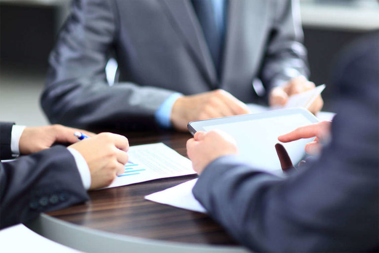 The Role of Commercial Litigation Lawyers